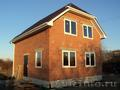 Новый дом в пригороде с землей